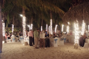 beach-fairy-lights-wedding