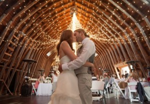 twinkle-lights-in-barn-wedding